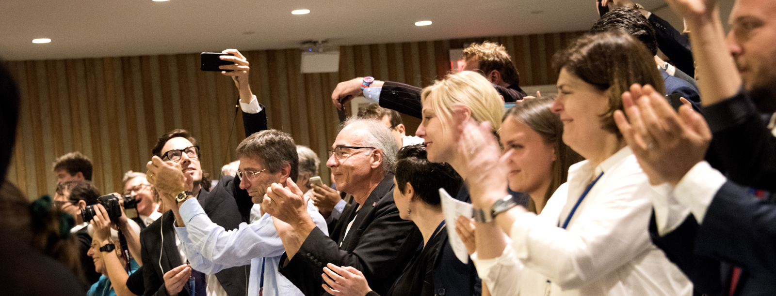 Applaus nach der Verabschiedung des UN-Vertrags am 7. Juli 2017. Foto Clare Conboy / ICAN